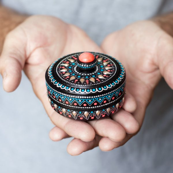 Round coral ring box