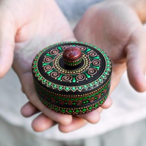 Green round ring box