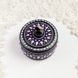 Round purple ring box