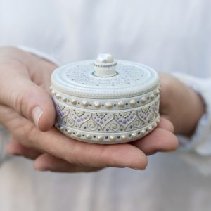 White round ring box